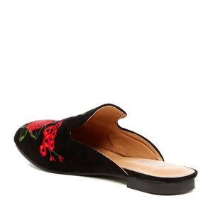 Catherine Malandrino Shoes - 🌹Catherine Malandrino Rose Embroidered Flat Mules